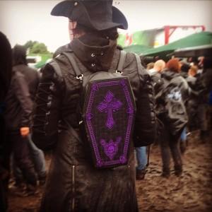 12 - adorable coffin backpack - Wacken2015 - ph Mariela De Marchi Moyano