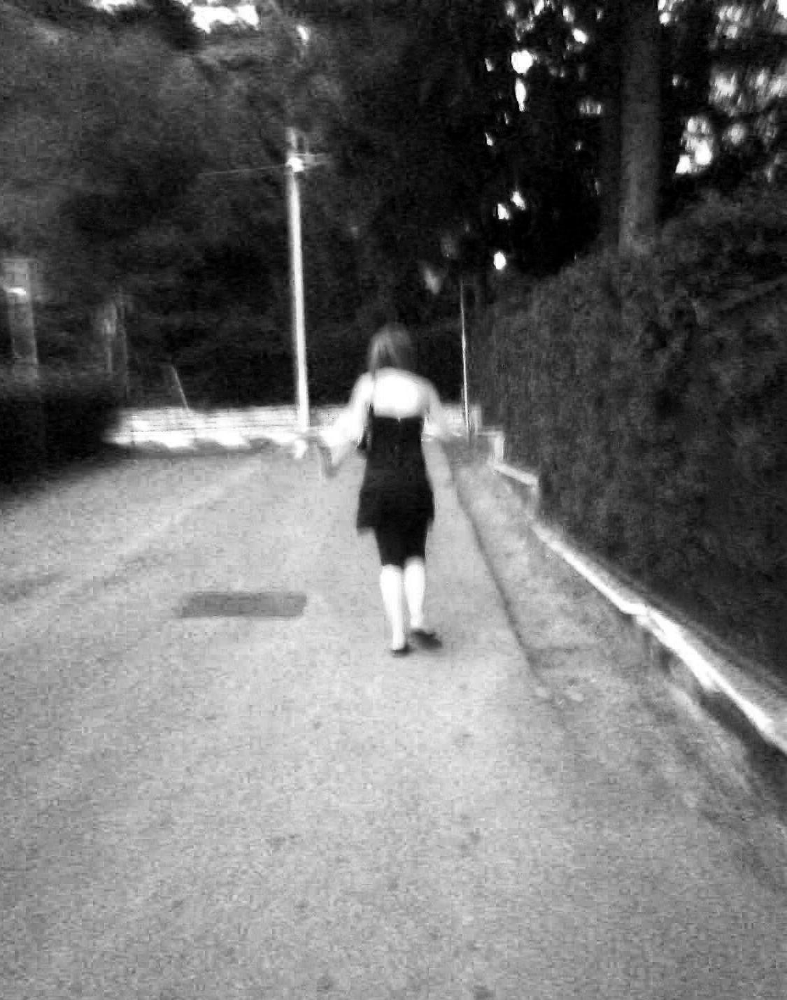 donna che cammina